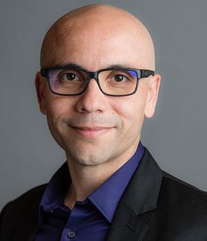 85214 300x350 Zoho VP Rodrigo Vaca: AI Can Help Salespeople Seize the Moment